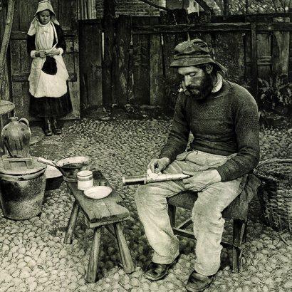 پیتر هنری امرسون P.H. Emerson a fisherman at home-1887