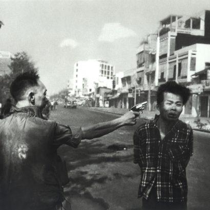 eddy adams ۱۹۶۸ ادی آدامز ژنرال لو آن در حال شلیک به یک ویتکنگ