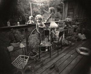 سالی مان، بچهها در حال حباببازی (Blowing Bubbles)، چاپ نقره ژلاتینی، 1987 م.
